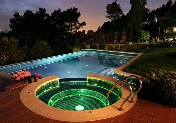 Cascadas y luces led para tu pileta - Luces piscina led ...